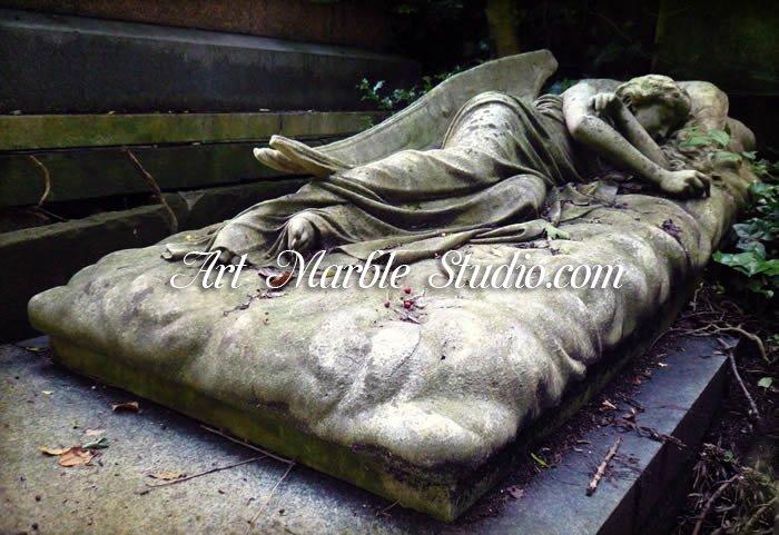 Надгробие спящий ангел Мемориальный комплекс из малинового кварцита и гранитов Сухаревская